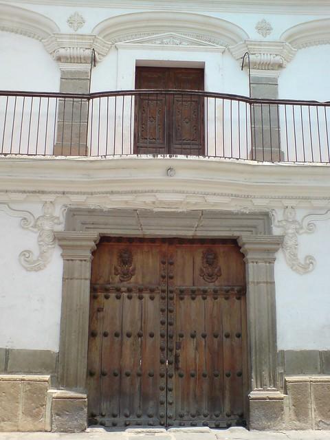 Puerta y balc n de la casa de las sirenas antigua for Puertas blindadas antigua casa gutierrez