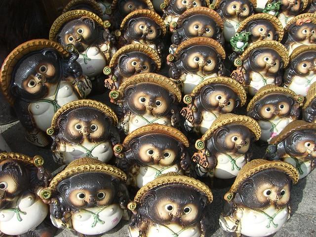 Raccoon Dogs: Tanuki;たぬき、信楽焼き