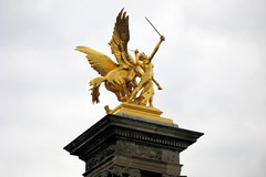Paris: Pont Alexandre III - La Renommée de la Guerre