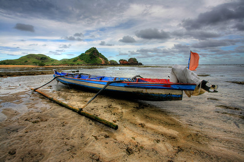 seascape abandoned beach indonesia landscape hotel boat wooden fisherman traditional transport resort transportation lowtide lombok hdr kuta novotel wwh ntb photomatix westnusatenggara nusatenggarabarat worldtrekker hdraward photomantix30