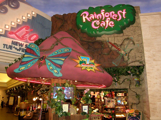#6582 Rainforest Cafe entrance