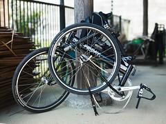 wheelchair(0.0), tire(1.0), road bicycle(1.0), wheel(1.0), vehicle(1.0), rim(1.0), bicycle wheel(1.0), bicycle(1.0), spoke(1.0),