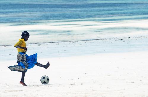 africa blue beach girl tanzania nikon child soccer indianocean 100v10f mostinteresting zanzibar d80 uroa nikon70300vr