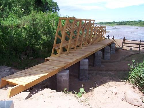 """Obra """"muelle-puente"""" acceso al rio"""