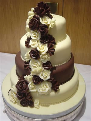 For cocoa lovers here are the top 5 trends of chocolate wedding cakes