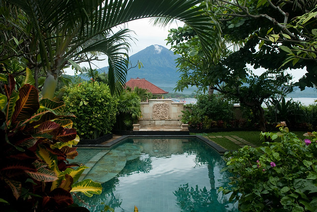 Bali Beach House - Pool and Agung