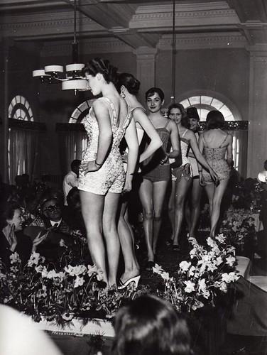 Vintage holidays la storia del costume da bagno in mostra a cannes fashionblabla - Costumi da bagno del 1900 ...