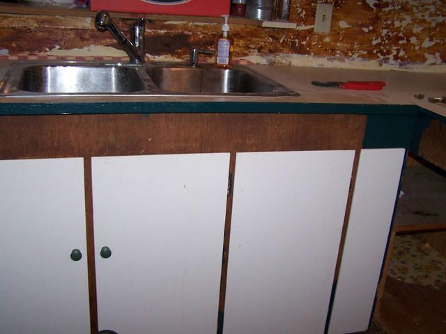 Restaining Kitchen Cabinets - Buzzle Web Portal: Intelligent Life
