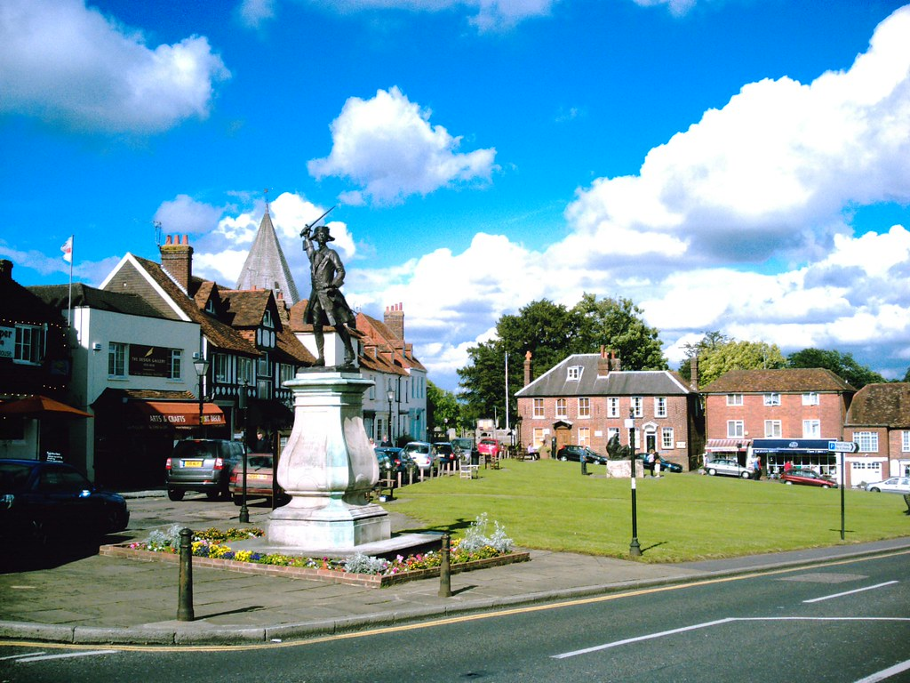Westerham warriors General Woolfe guards the green at Westerham; also the pub, the cafe, and Churchill's statue. D.Allen Vivitar 5199 5mp