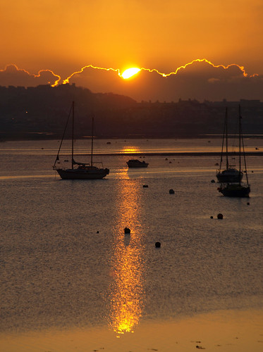 uk morning england sunrise river boats gold dawn estuary devon gb yachts spa exmouth 2010 exe starcross novemnber exeestuary sssi teignbridge platinumheartaward orahnge pb167614