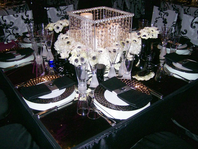Black and white wedding table centerpiece black and for Centre de table cinema
