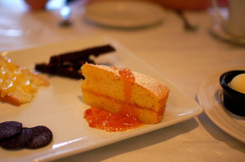 Κέικ με μαρμελάδα φράουλα