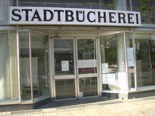 Farbphoto Eingangsportal Stadtbuecherei Frankfurt am Main
