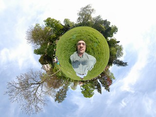 Proof of concept: hand-held stereographic self-portrait