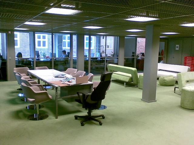 trabajar en Finlandia: una oficina