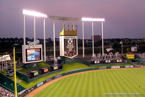 summer baseball july kansascity fountains scoreboard 2007 mlb royals kauffmanstadium majorleaguebaseball thek newyorkyankess trumansportscomplex videoboard americaleague