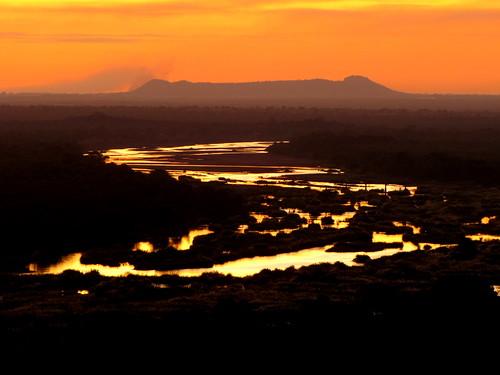 zimbabwe greatlimpopotransfrontierpark gonarezhou chipindapools chilojocliffs