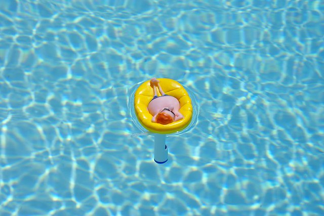 le thermom tre bronze au soleil dans la piscine flickr. Black Bedroom Furniture Sets. Home Design Ideas