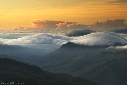 morning sky mountains clouds sunrise landscape dawn nikon hills malaysia borneo sabah kinabalu 2010 ♥ kundasang d80 dsc3060 hockhow hhsp hockhowsiewpeng gettyvacation2010