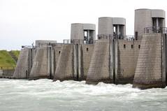 breakwater(0.0), dam(1.0), water(1.0), waterway(1.0),