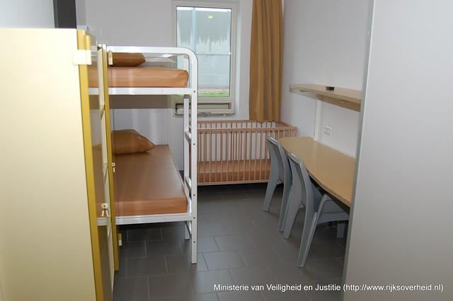 Kamer in een detentiecentrum flickr photo sharing - In een kamer ...