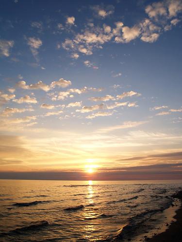 blue sunset vacation sky beach water yellow clouds evening sand waves cottage lakehuron shoal e500 portalbert cpol southwesternontario