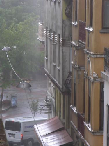 Eső Isztambulban