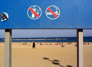 Image of Platja de la Nova Icària near GTD. barcelona sleeping music primavera beach festival drums spain sand no sound indierock 2007 djembé primavera2007 nodjembé