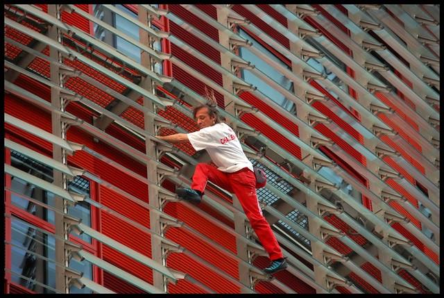 Alain Robert - Torre Agbar (Barcelona) 12/09/07