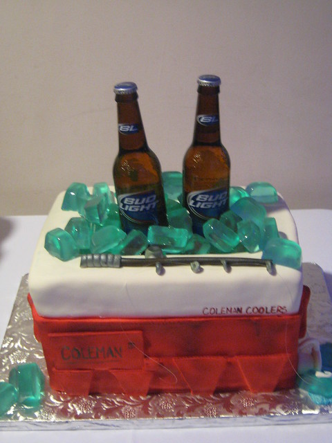 Beer Cooler Cake http://www.flickr.com/photos/armadillopepper/5186066630/