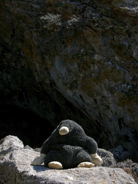 Rolf Holunder, vor der Höhle von Kamares, April 2007