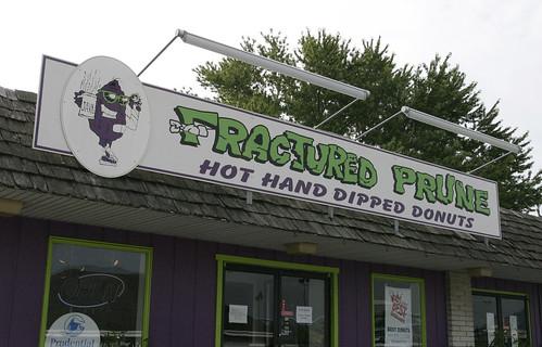 food sign donut delaware fracturedprune rehobothbeachde