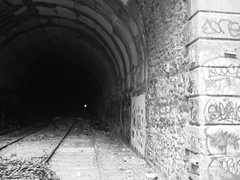 road(0.0), alley(0.0), arch(1.0), wall(1.0), monochrome photography(1.0), monochrome(1.0), black-and-white(1.0), infrastructure(1.0), tunnel(1.0),