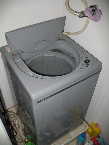 apartment style washing machine and dryer blow drying