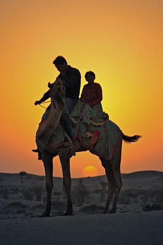 sunset sun india men landscapes sand tramonto child desert dunes dune uomo camel sole paesaggi thar rajasthan deserto sabbia cammello bambino mat56