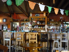 meal(0.0), food court(0.0), coffeehouse(0.0), restaurant(1.0), cafã©(1.0), bar(1.0), tavern(1.0),