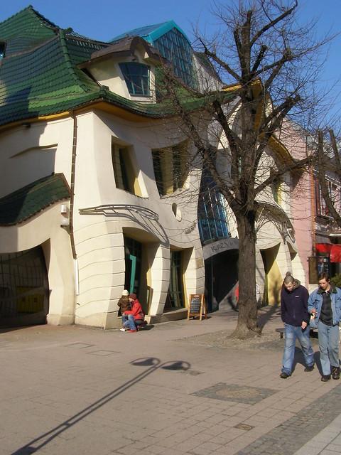 Hawaii Slanted House Design: Ul. Bohaterów Monte Cassino, Sopot, 24