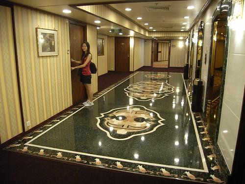 ホテル リスボアの客室前のエレベーターホール
