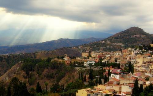 sunrays over taormina