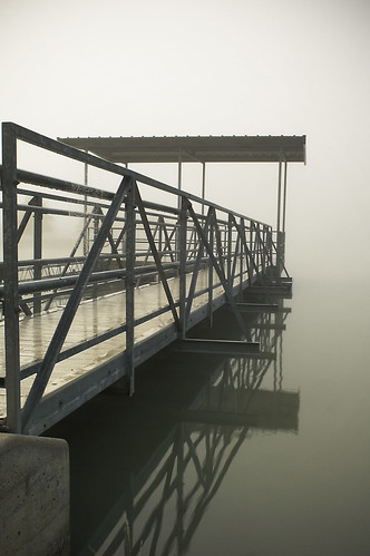 fog sunrise dock nikond50 foggymorning columbiamissouri twinlakespark fishingdock nikkor24mmf28