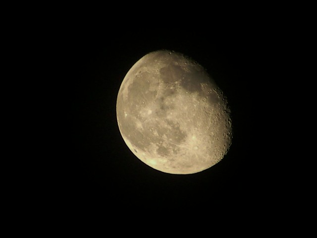 how to get good photos of the moon