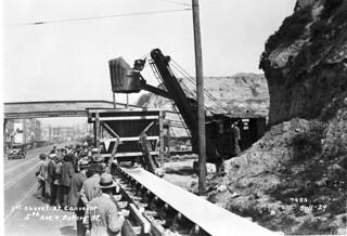 First shovel at conveyor belt, 1929