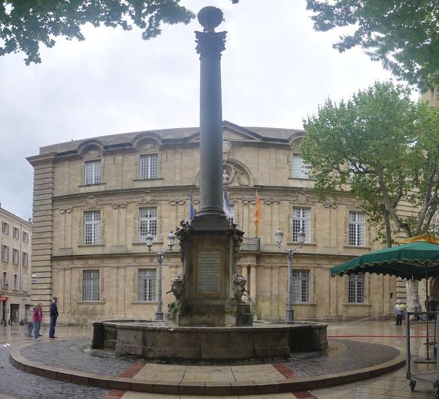 Fontaine de l 39 hotel de ville rue vauvenargues aix en for Hotels 2 etoiles aix en provence