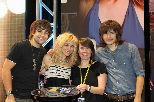 the band perry meet and greet photos 2013