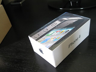 Apple iPhone 4 Unboxing