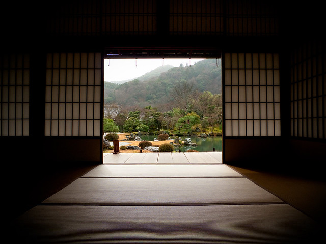 hiding from the rainshower (Tenryuuji temple, Kyoto)