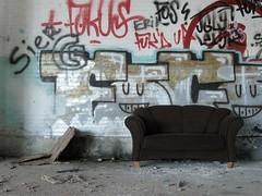 Grafitti en bruine bank