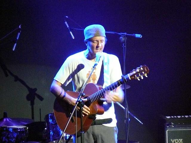 Jason Mraz (con Quique González & La Aristocracia Del Barrio), en el Espazio BBK Live, el 27 de Junio de 2007.