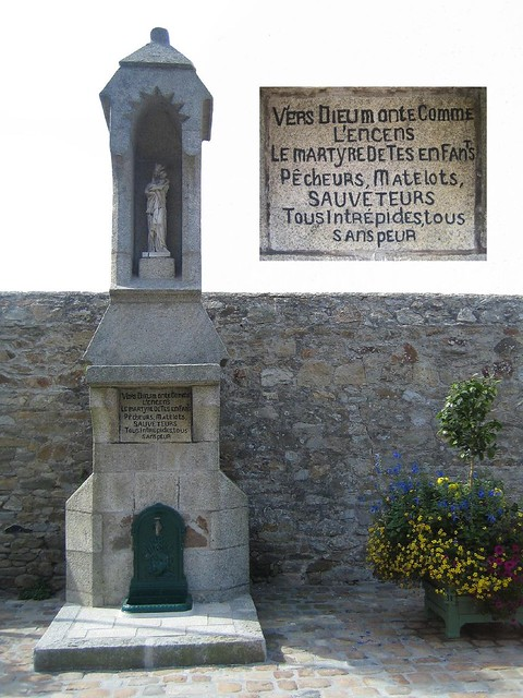 Roscoff - Statue de la Vierge au Theven