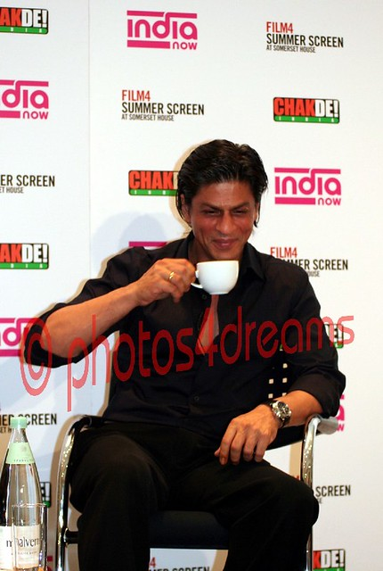 SRK @ the CHAK DE INDIA premiere in London 08/09/07